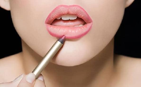 Sử dụng kẻ viền môi