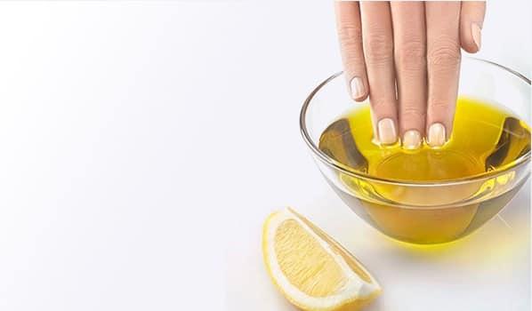Móng tay sẽ trở nên chắc khỏe và trắng sáng khi được ngâm với hỗn hợp dầu oliu và nước cốt chanh