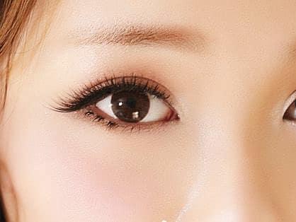 Cách đánh phấn mắt đẹp cho đôi mắt gần nhau