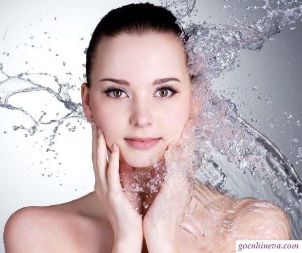 Sữa rửa mặt giữ ẩm cho làn da khô
