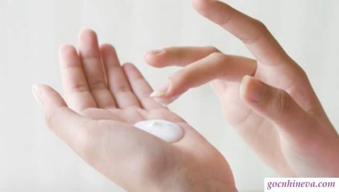 Da khô nên chọn sữa rửa mặt dạng kem