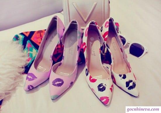 giày nữ vẽ hoa văn