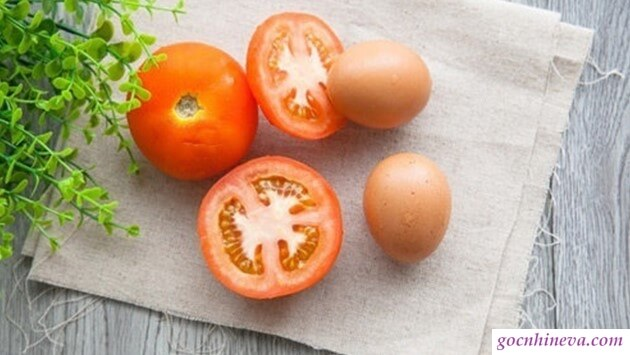 Mặt nạ cà chua và lòng trắng trứng gà