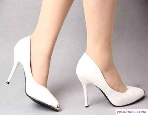 chọn giày cho người chân ngắn