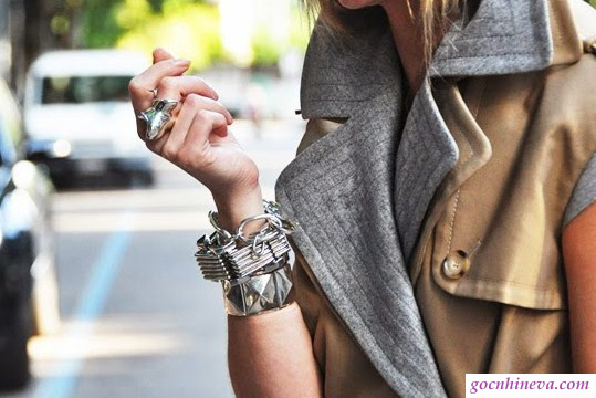 vòng đeo tay bản to kim loai