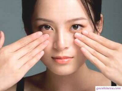 Dùng kem dưỡng mắt như thế nào cho đúng