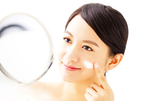kem dưỡng ẩm là yếu tố không thể thiếu trong quá trình Skin Care
