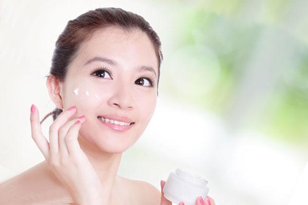Kem dưỡng ẩm giúp duy trì nét thanh xuân
