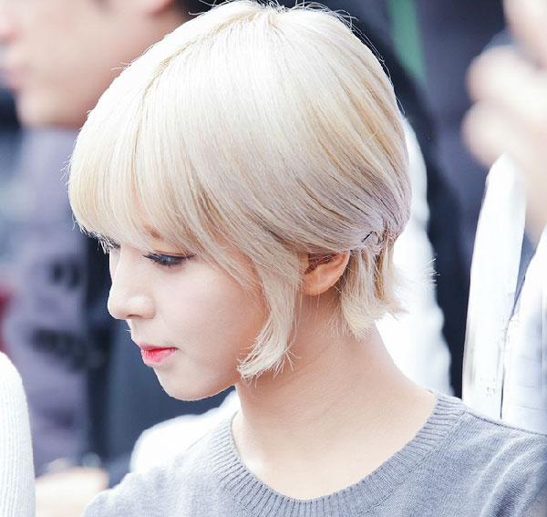 Tóc màu bạch kim