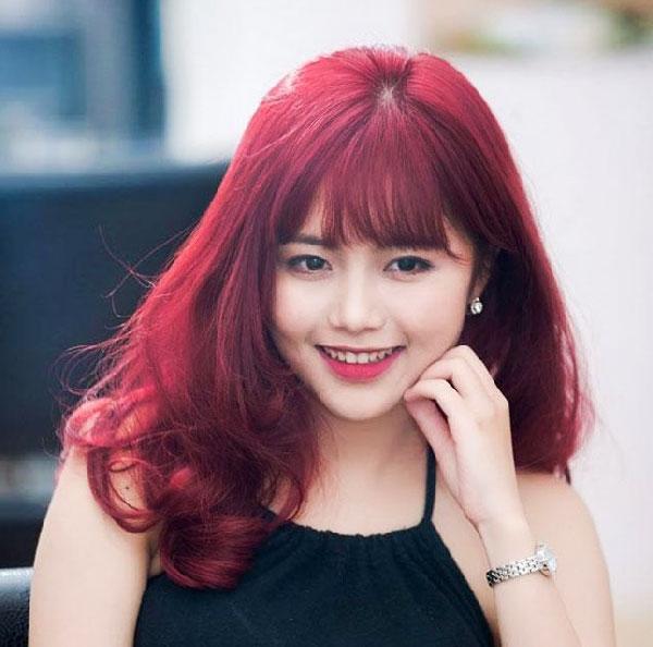 Nhuộm tóc màu đỏ hồng