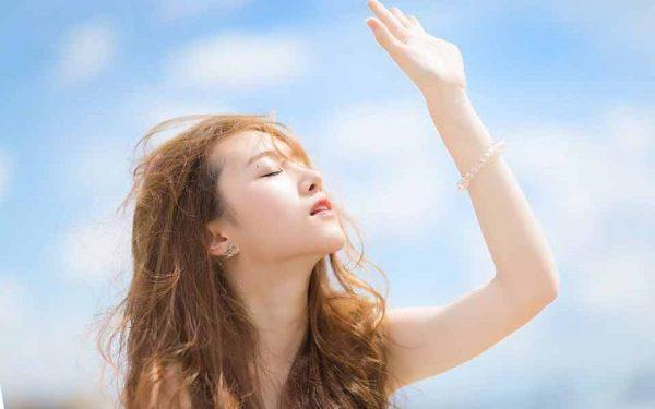 tránh để tóc nhuộm tiếp xúc với nắng