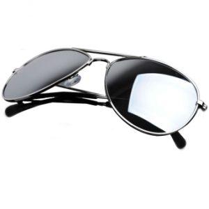 Chọn mua kính có tỷ lệ chống tia UV 100%.