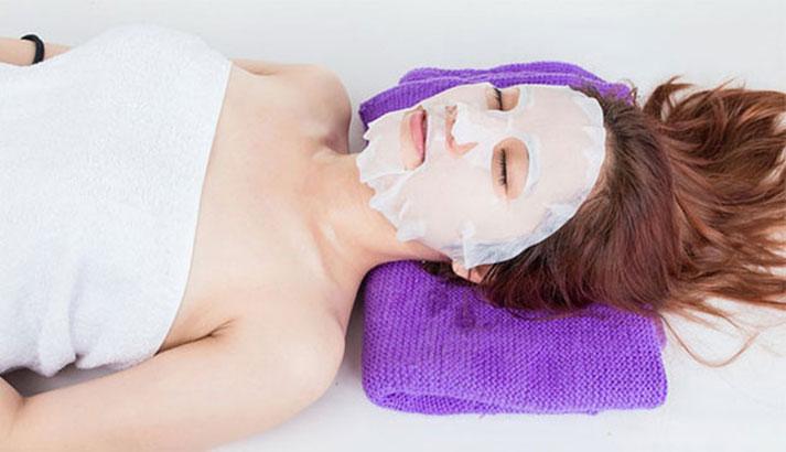 Đắp mặt nạ giấy pulp khá mềm mịn nhưng lại không đảm bảo được lượng dưỡng chất thấm đều da mặt