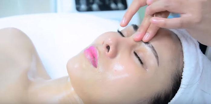 Massage vùng mắt sẽ giúp bạn cảm thấy thư giãn nhưng đồng thời nó cũng có tác dụng cải thiện thị lực