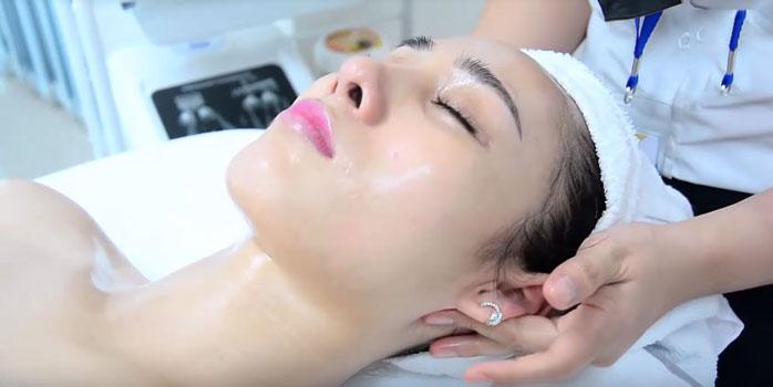 Làn da trở nên trắng mịn và hồng hào hơn sau khi được massage mặt