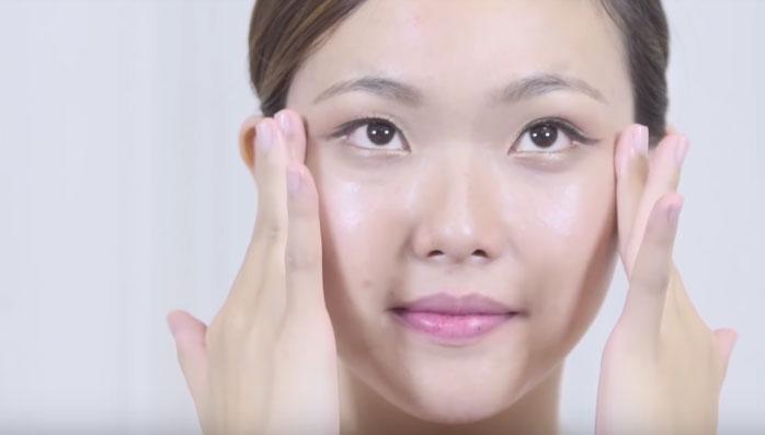Massage mặt sẽ giúp làn da của bạn luôn được tươi trẻ, trắng hồng và mịn màng