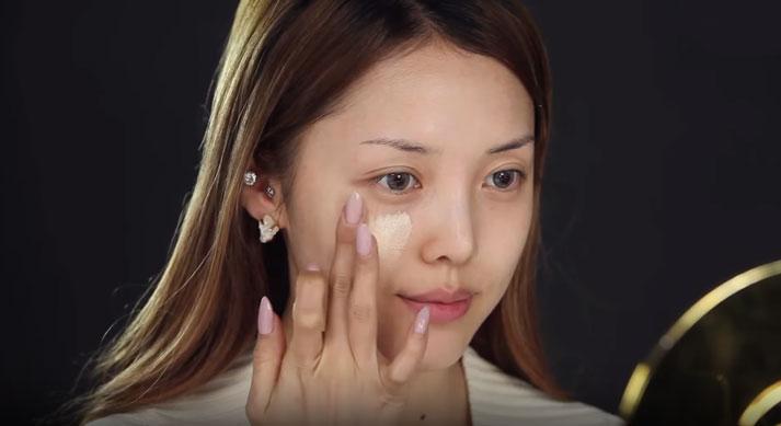 Sử dụng kem dưỡng da sẽ giúp làn da bạn trở nên tươi trẻ và có sức sống hơn