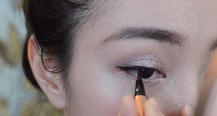 Đôi mắt được chăm chút kỹ lưỡng, cẩn thận sẽ tạo điểm nhấn ấn tượng cho toàn bộ gương mặt