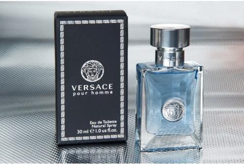 Versace pour homme hiện là một trong những dòng nước hoa dành cho nam được yêu thích