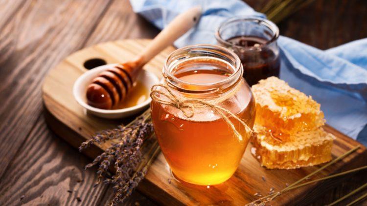 Với cách trị nám, tàn nhang bằng mật ong này, bạn nên kết hợp cùng tinh bột nghệ để đạt hiệu quả tối ưu nhất