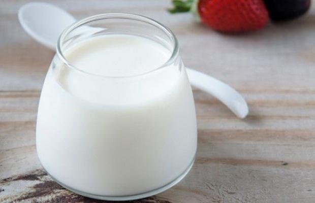 Bạn có thể áp dụng cách trị tàn nhang bằng sữa chua theo công thức