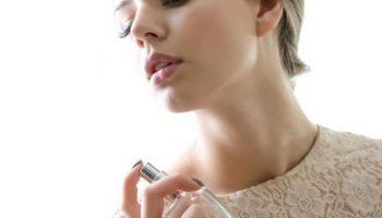 Cách xịt nước hoa thơm lâu cho nam và nữ