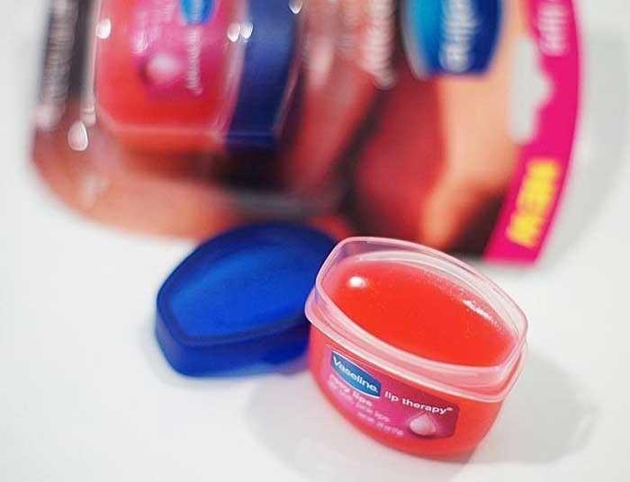 Vaseline Lip Therapy trên thị trường có giá bao nhiêu?